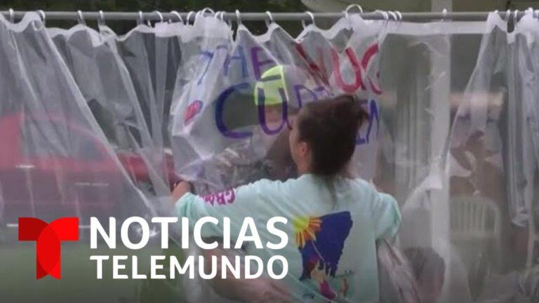 Mujer inventa 'cortina de abrazos' para que su hijo abrazará a sus abuelos | Noticias Telemundo